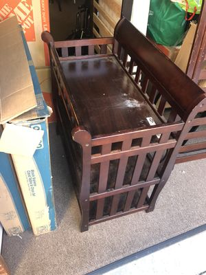Toddler bed and changing table for Sale in Aliso Viejo, CA