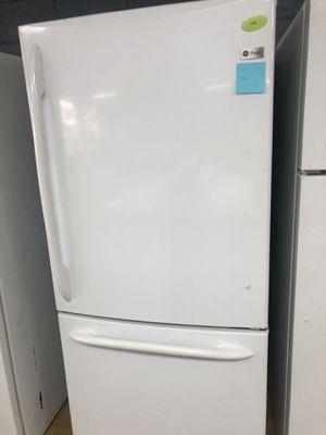 GE white bottom freezer refrigerator for Sale in Woodbridge, VA