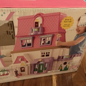 Fisher Price Loving Family Dollhouse 2 feet tall folds for storage in open box for Sale in Joliet, IL