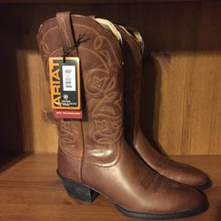 Ladies Ariat Cowgirl Boots - 7 for Sale in Asheboro,  NC