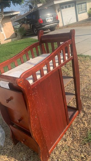 Free crib with changing table for Sale in Rialto, CA
