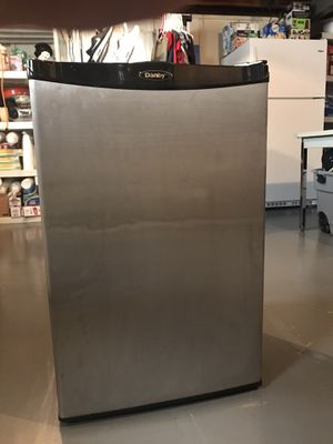 Mini fridge for Sale in Oak Lawn, IL