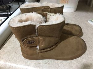 UGG girl boots for Sale in Grand Rapids, MI