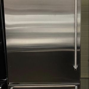 "Viking 36"" Left hinge Refrigerator in Sabbath Mode for Sale in Phoenix, AZ"