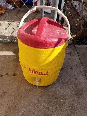 Igloo 2 gallon water cooler for Sale in Phoenix, AZ