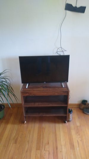 32 in TCL Roku TV for Sale in Addison, IL