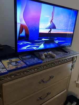 PS4 comes with 2 controllers and 4 games for Sale in WARRENSVL HTS, OH