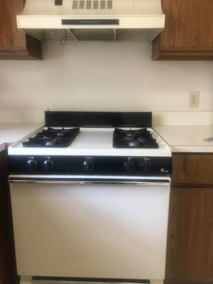 GE XL44 Gas stove💥 AND Range Hood for Sale in Streetsboro, OH