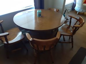 Dining kitchen table ( Taking offers) for Sale in Fresno, CA