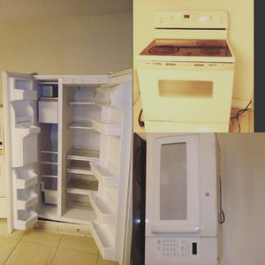 Fridge , stove , microwave everything works perfect for Sale in West Palm Beach, FL