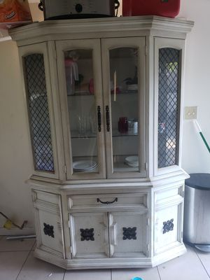 Antique china cabinet 1940s in good condition make a offer. for Sale in Los Angeles, CA