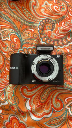 Samsung NX-210 Camera Plus straps and bags for Sale in Daly City, CA