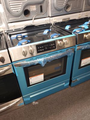 "Frigidaire 30"" new scratch and dent slide in gas range 6months warranty for Sale in Milford Mill, MD"