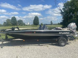 96 18' Cajun bass boat for Sale in Delaware, OH