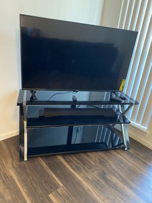 Living room Entertainment Set w/ TV for Sale in Sumner, WA