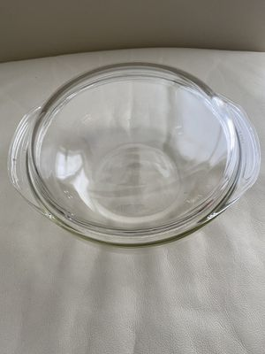 Pyrex 2 quart bowl lidded clear Made in the USA for Sale in Miami, FL
