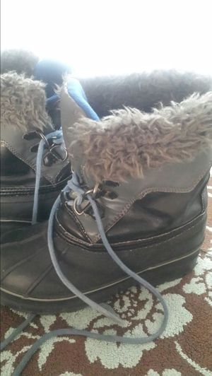 Boys size youth 2 snow boots for Sale in Fremont, CA