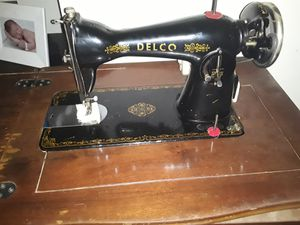 Singer/ delco 52 19 antique sewing machine for Sale in Pleasant View, TN