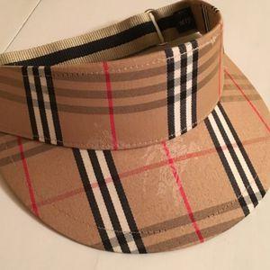 Burberry hat for Sale in Ocoee, FL