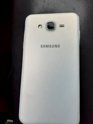 Samsung galaxy j7. Goodinformation Says the phone is locked for Sale in Cleveland, OH