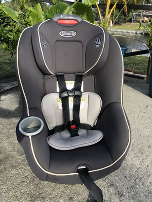 Gray Graco Convertible Car Seat w/ Insert 5-65lbs for Sale in West Palm Beach, FL