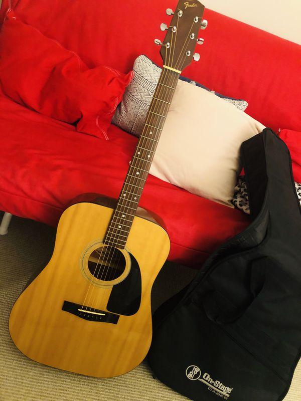 Fender acoustic guitar (bag included)
