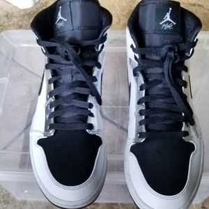 """Jordan 1 Mid """"Alternate Think 16 Size 11 Trades WELCOME for Sale in Sloan, NV"""
