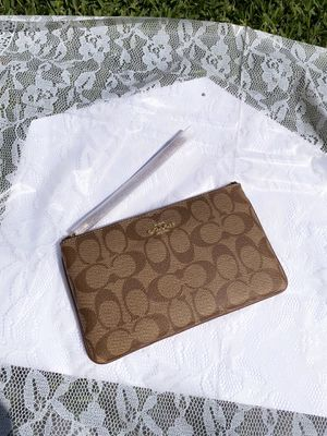 Beige Coach Wristlet for Sale in Houston, TX