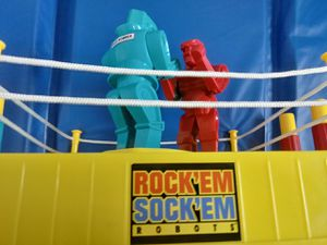 ROCK'EM SOCK'EM Robots Vintage Toy Boxing Game Retro for Sale in La Mirada, CA