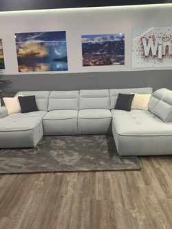 Sectional Sofa With Sleeper for Sale in Arlington Heights,  IL