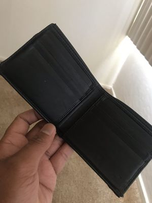 Mens Gucci Wallet (10000% authentic) for Sale in Daly City, CA