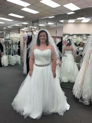 14/16 Ivory wedding Dress (belt not included) for Sale in Cuyahoga Falls, OH
