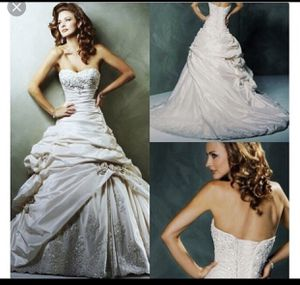 Maggie sottero sabelle wedding dress for Sale in Oakland, CA