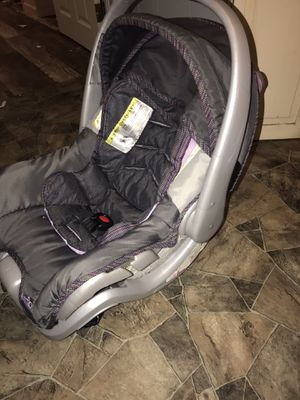 Kids car seat baby girl with base purple perfect condition for Sale in Strasburg, OH