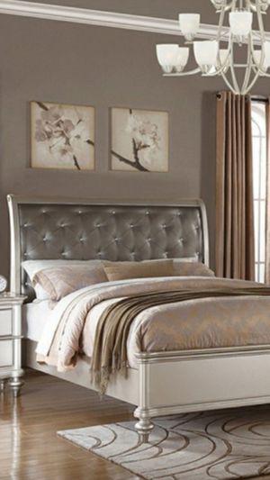 New Queen Bedroom Set 5 Piece for Sale in Orlando, FL