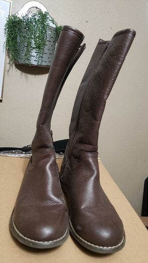 Girls boots size 4 for Sale in Ceres, CA