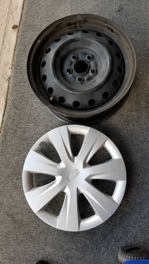 Subaru 2016 rims plus hubcaps for Sale in Denver, CO