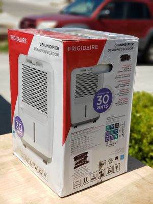 Frigidaire Dehumidifier 30 pints for Sale in Zia Pueblo, NM