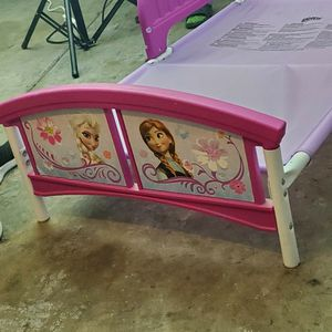 Rarely used Frozen Toddler Bed for Sale in Glendale, AZ