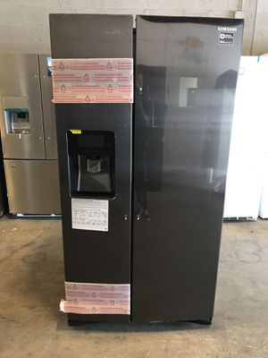 Samsung 24.5 cu. ft. Side-by-Side Refrigerator in Fingerprint Resistant Black Stainless take home with 1 year warranty for $39 down EZ financing for Sale in Miami, FL