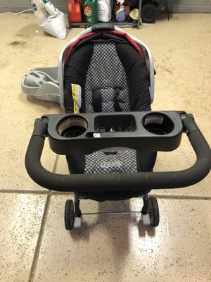 Car seat with carrier and base for Sale in Cary, NC