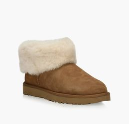UGG Low Top Boots for Sale in Snellville,  GA