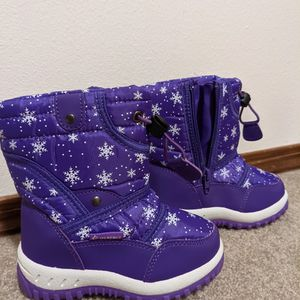 Toddler Snow Boots For Sale for Sale in Sisters, OR