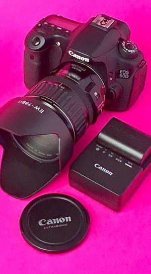 Canon EOS 60D DSLR w 28-135mm EF Canon Macro Lens - MINT for Sale in Pembroke Pines, FL
