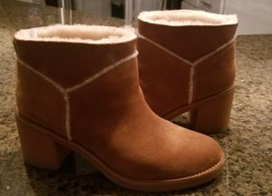 Ugg's size 8.5 perfect condition. for Sale in Dallas, TX
