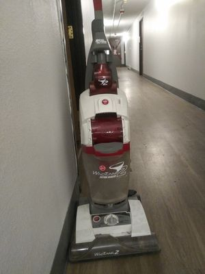 HOOVER U8351-900 WIND TUNNEL EXTRA REACH BAGLESS UPRIGHT VACUUM for Sale in Denver, CO
