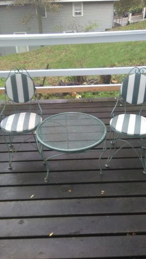 Small patio table and chairs for Sale in Grand Rapids, MI