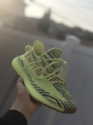 Adidas Yeezys 350 V2 for Sale in Chicago, IL