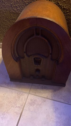 Philco Cathedral tube radio for Sale in Lawton, OK
