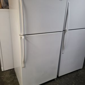 REFRIGERATOR TOP FREEZER WHIRLPOOL for Sale in Santa Ana, CA